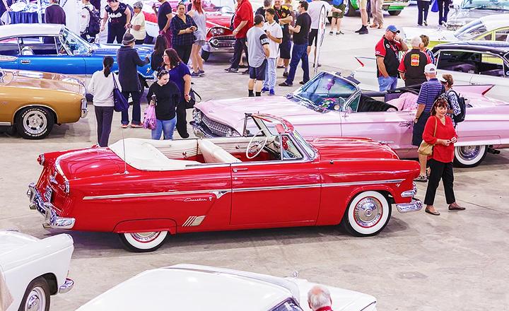Classic Car Show at Carrara Markets